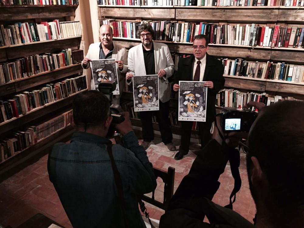 D'esquerra a dreta.: Ramon Royes, Paer en Cap de Cervera; Enric Bono, director de Vila del Llibre.CAT i Jaume Rosich, regidor de Cultura de Cervera, avui a la presentació de la Vila als mitjans.