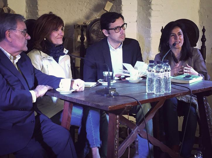 Eduard Contijoch modera la taula amb Lluís Foix, Coia Valls i Teresa Muñoz