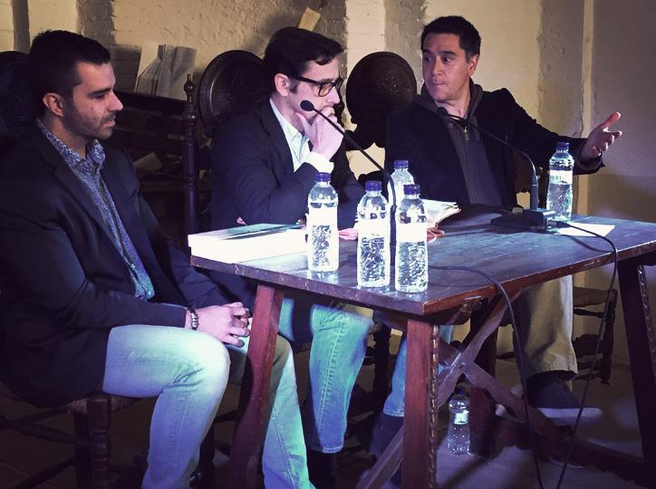 Martí Gironell i Magí Ballcells conversen amb el director d'El Foradot