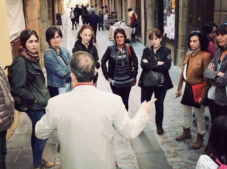 Jaume Rossich, regidor de Cultura de Cervera, dóna la benvinguda a la Vila