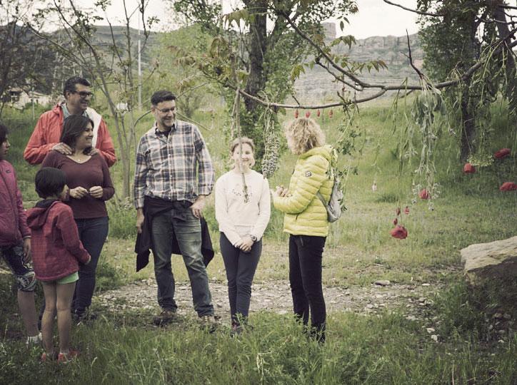 Els cuscusians 'juguen' al Land Art