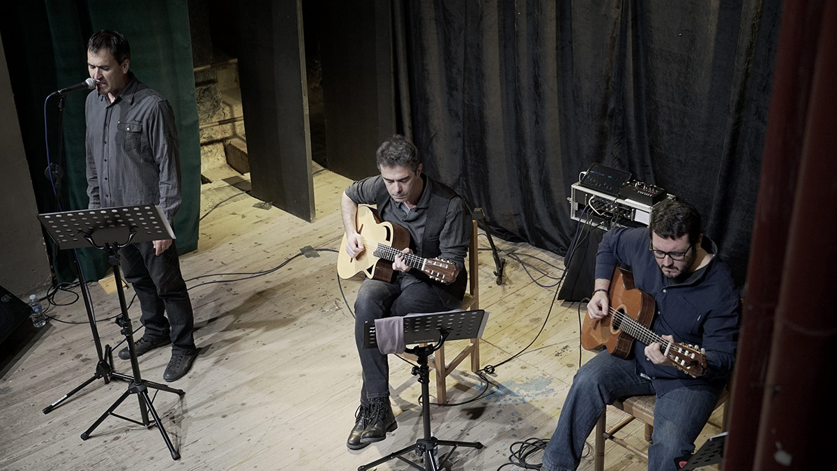 In Memoriam: recitació poètica de Xavier Miró. Música composada i interpretada per Andrés Noarde amb l'acompanyament de Daniel Llandrich