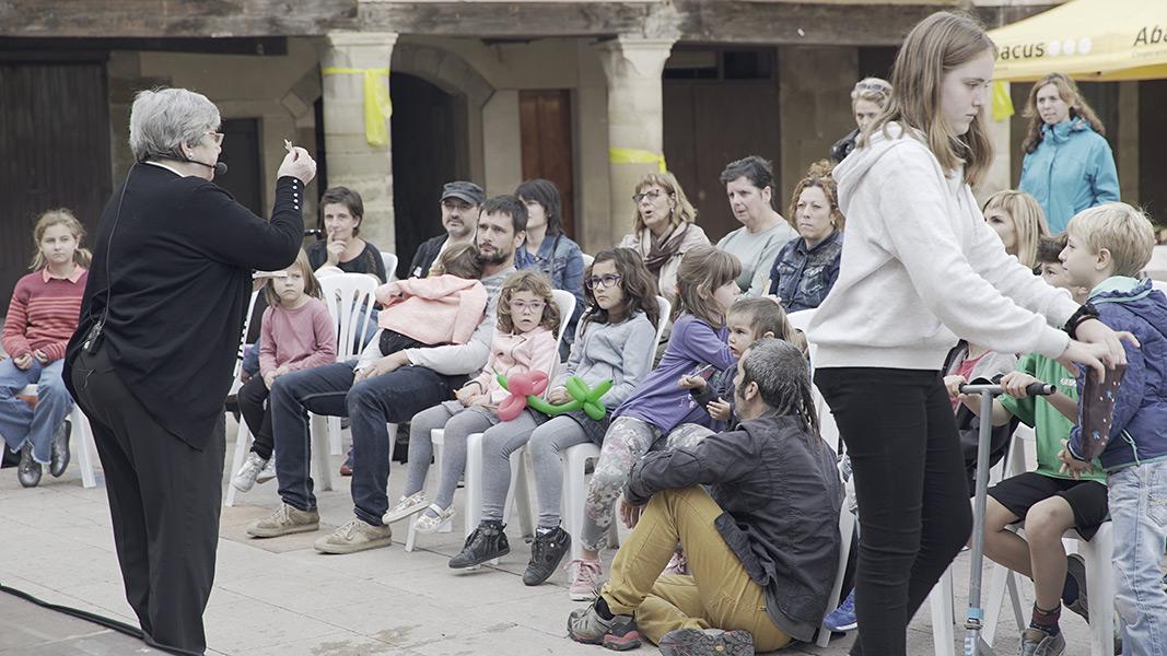 Carme Faro amb els petits lectors