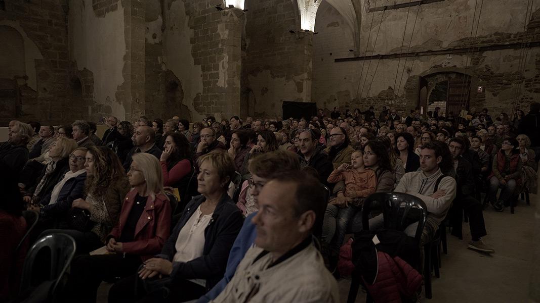 El públic atent a Bi-Cussion